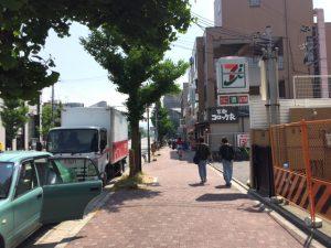 JR円町駅を出たら右へ