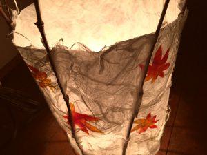 光を透した和紙の風合いと竹のバランスが絶妙です。